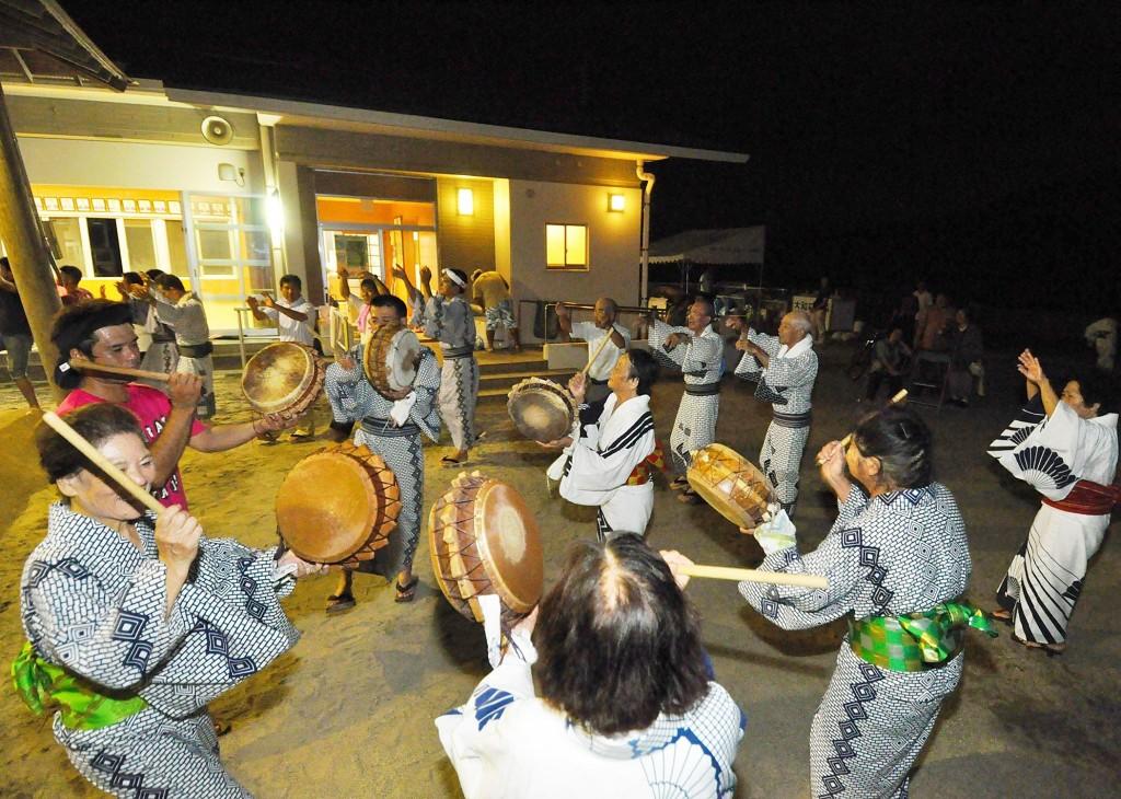 奄美大島で旧暦八月を中心に踊られる伝統芸能、八月踊り