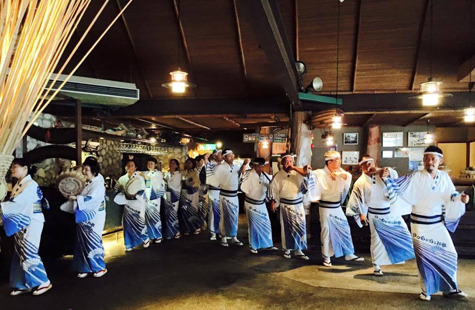 奄美大島の伝統芸能の八月踊りと六調