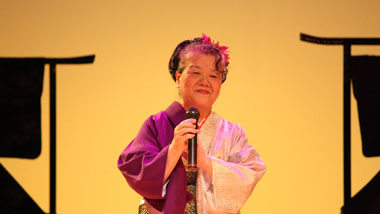 """島の心を歌う""""もう一つの島唄""""「奄美新民謡」~作曲家の久永美智子さんに聞く"""