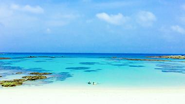 その美しさに思わず息をのむ。フォトジェニックビーチ「土盛海岸」