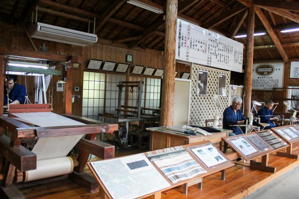 大島紬村の製造現場の見学