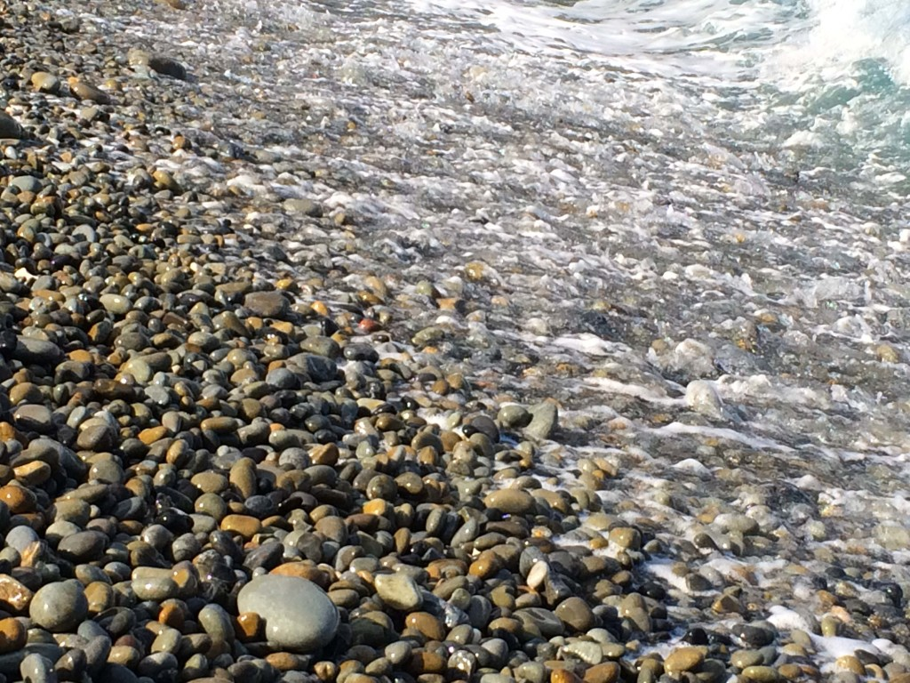 瀬戸内町古仁屋、石がカラカラなるホノホシ海岸