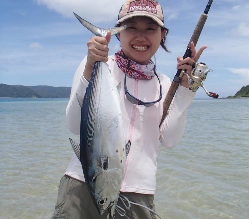 釣りをする女性(奄美)