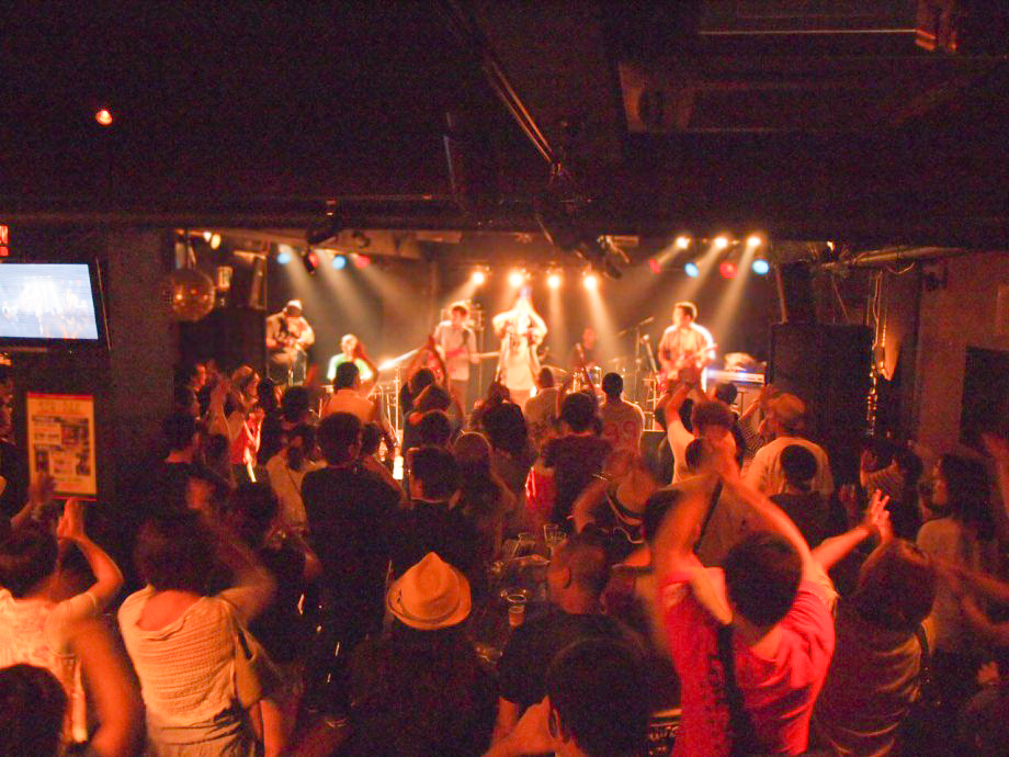 奄美ROADHOUSE ASIVIのLIVE