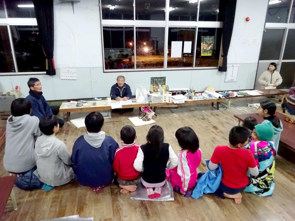 奄美市立笠利小学校「大笠利わらぶぇ島唄クラブ」練習の様子