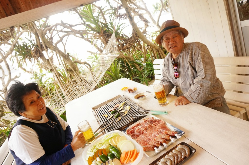 奄美民宿さんごビーチ、夏の夕食はバーベキュー