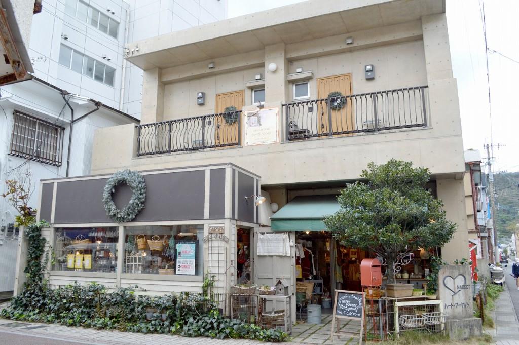 奄美の中心地にあるハートマーケット外観