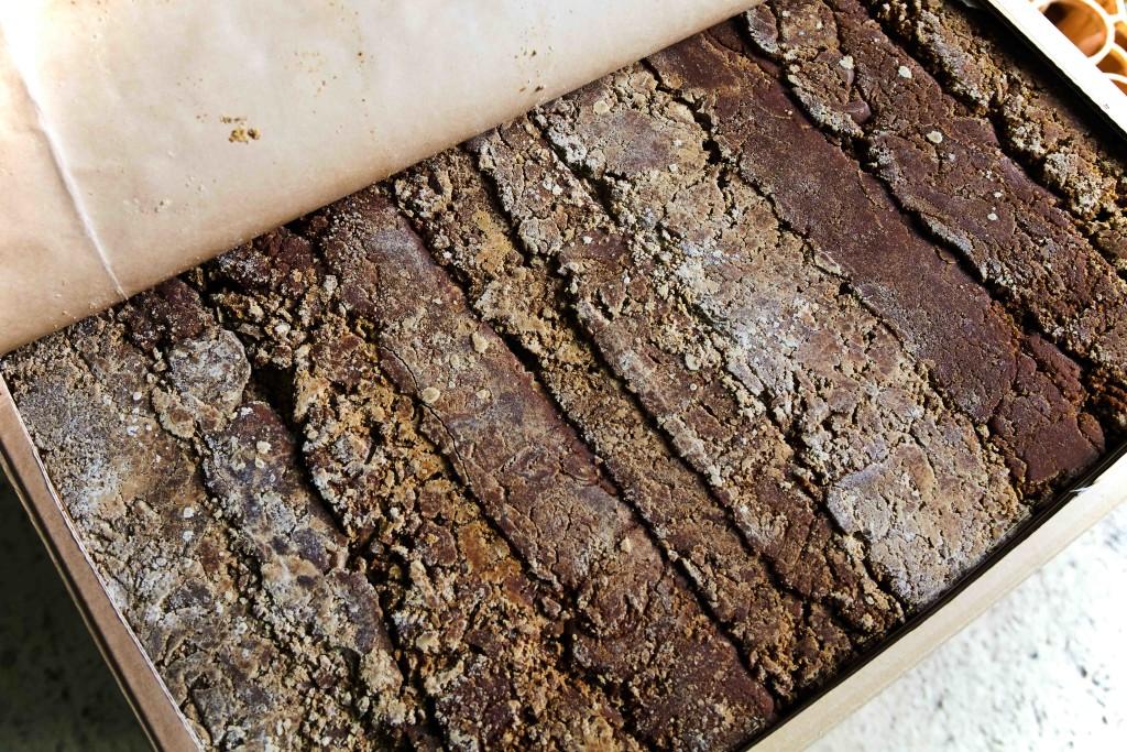 富田酒造場、焼酎作りに使う黒糖