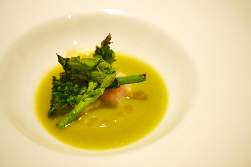ホタテのポワレソラマメと白菜のスープ仕立て菜の花のソテー添え