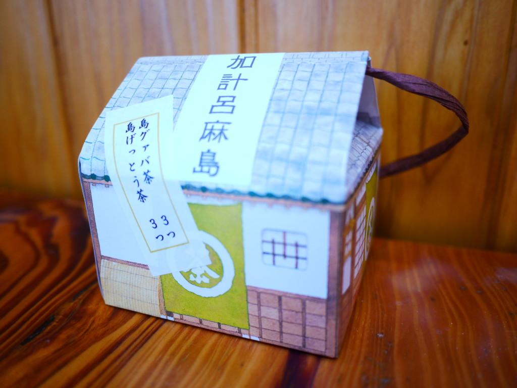 お茶屋のパッケージに入った月桃茶とグアバ茶