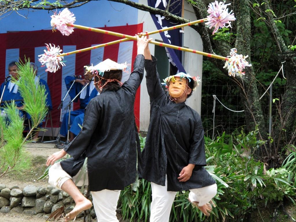 男性のみが演じる加計呂麻島の諸鈍シバヤ