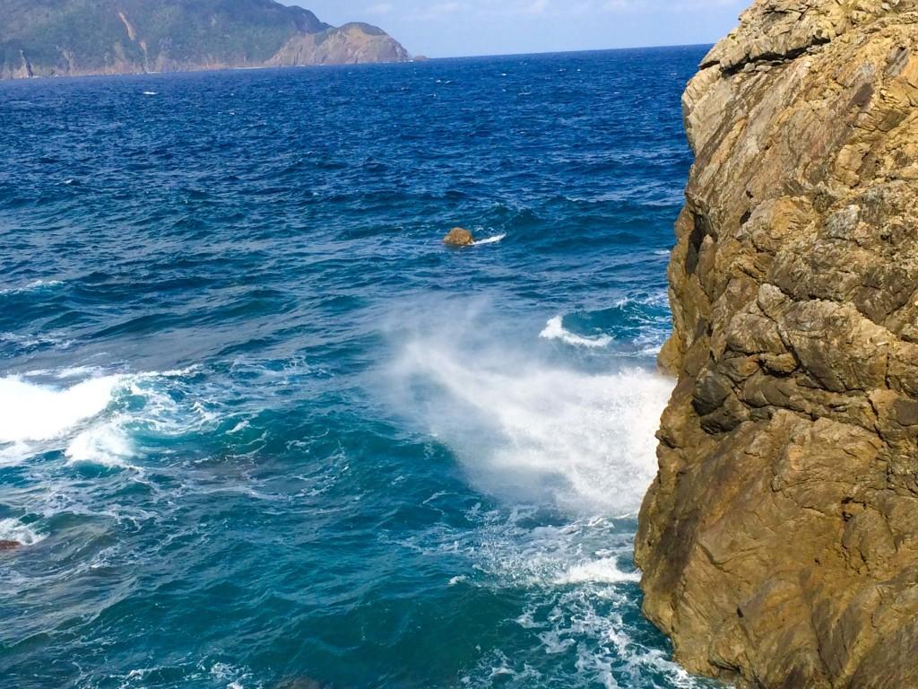 瀬戸内町古仁屋、ホノホシ海岸の岩礁