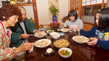 奄美のソウルフード「ウワンフネヤセ(塩豚肉と野菜の煮物)」