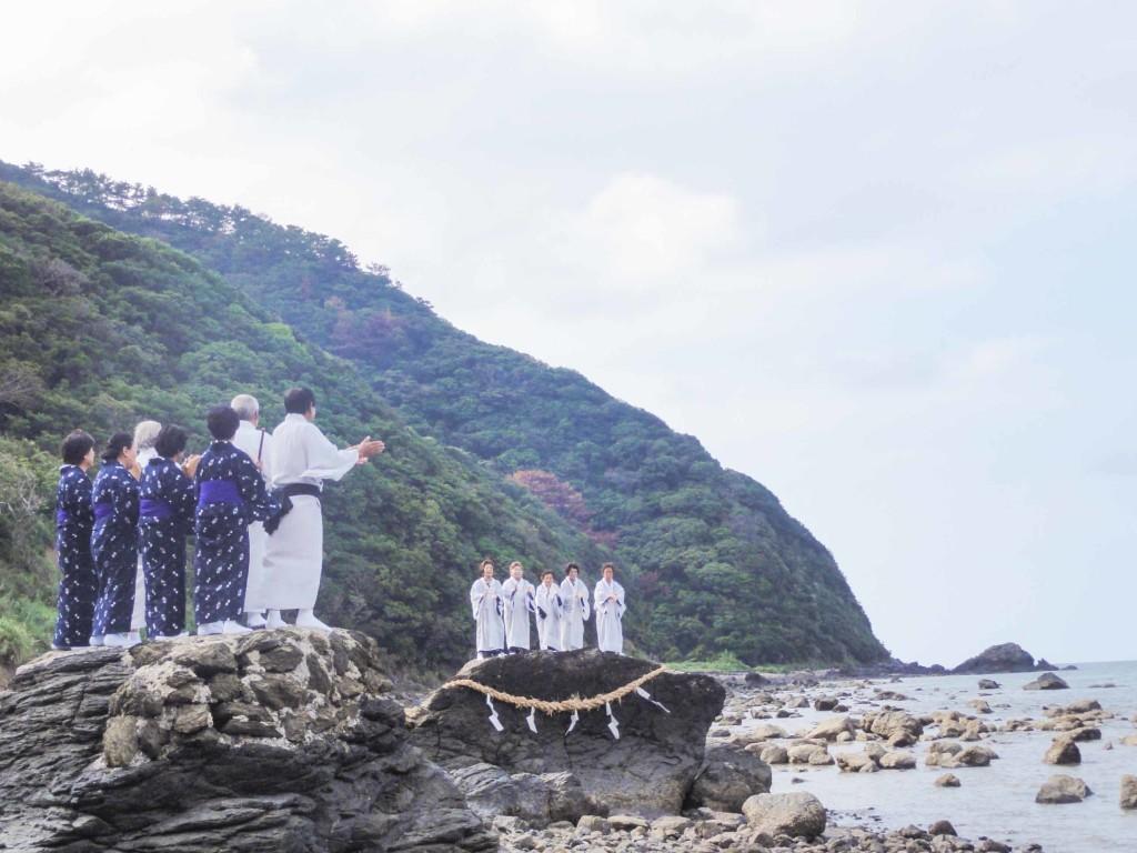 奄美ネリヤカナヤの神を招き豊作を祈る「平瀬マンカイ」