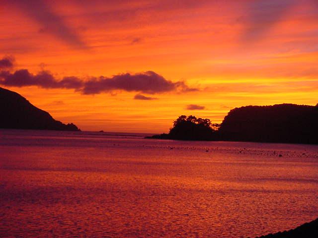宇検村の夕暮れの海2