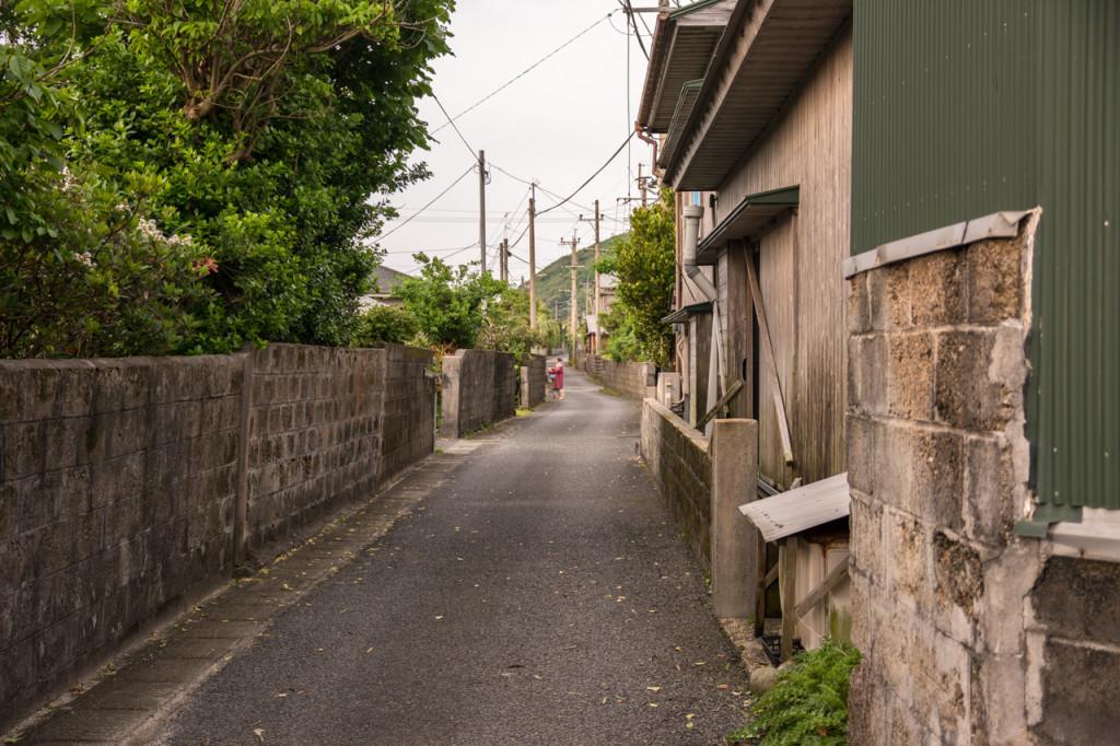 奄美、佐仁集落の路地