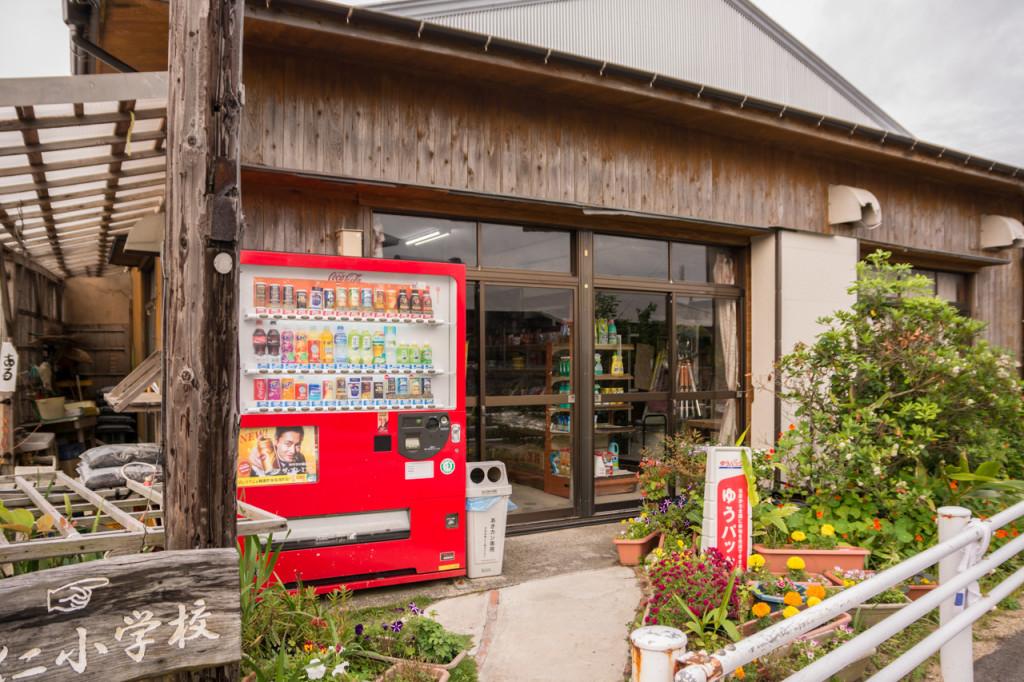 奄美、佐仁集落のヒガシ商店