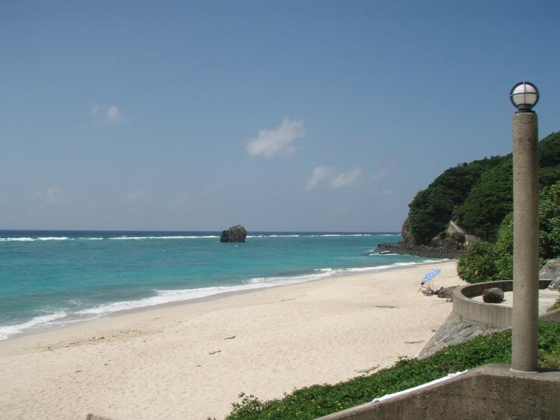 白い砂浜の大浜海浜公園
