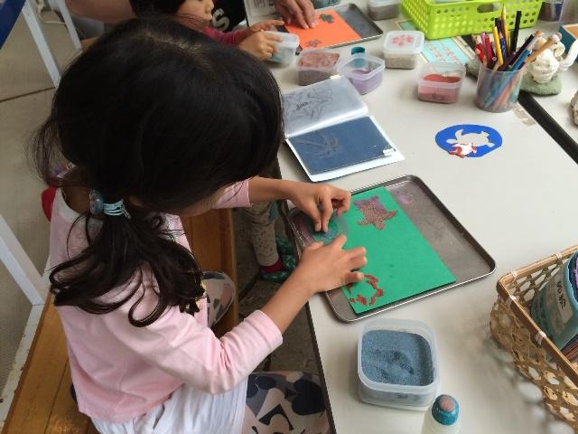 奄美海洋展示館の砂絵の体験