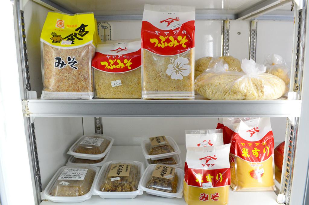 龍郷町円集落、「フレッシュまどか」冷蔵コーナー