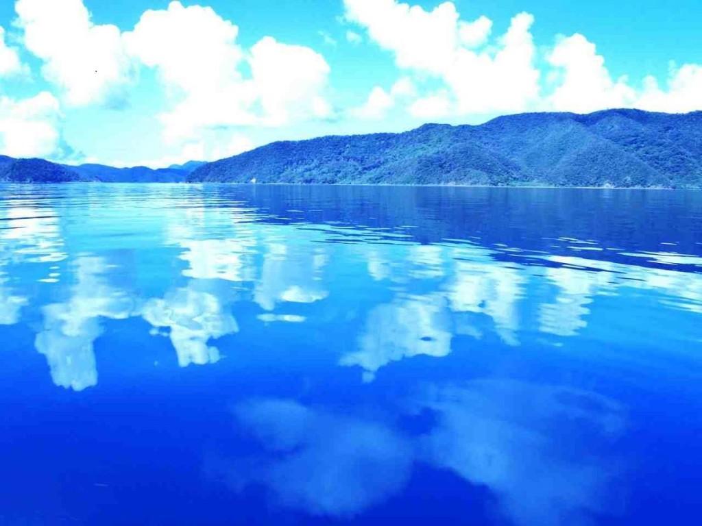 奄美大島と加計呂麻島に挟まれた大島海峡