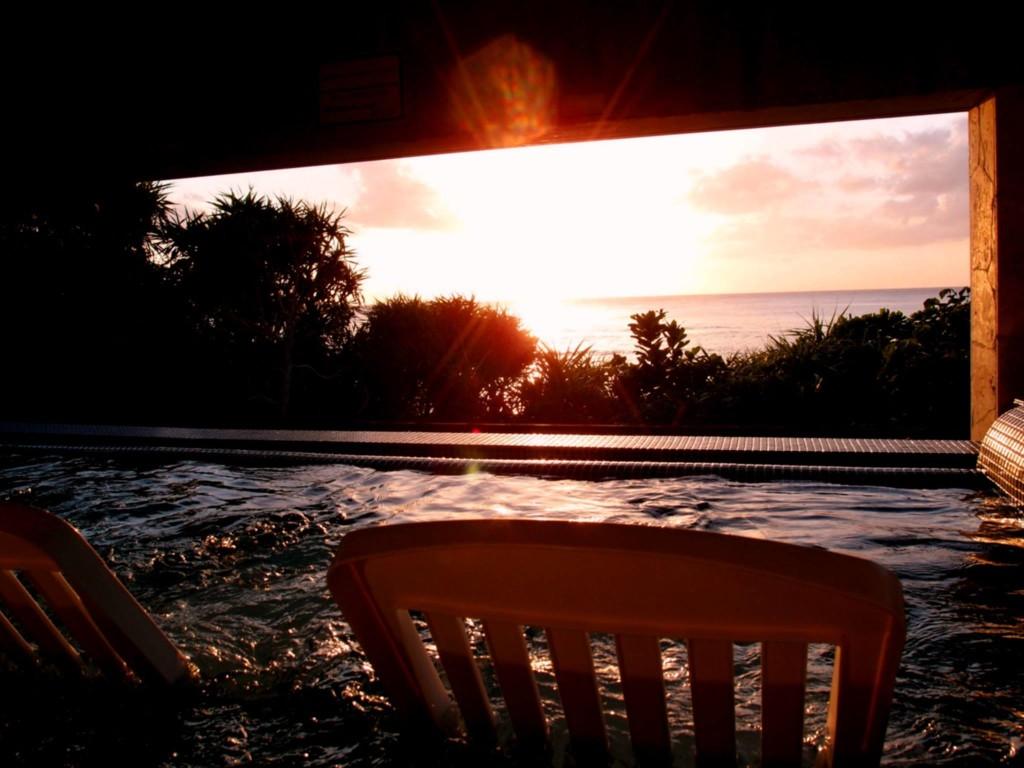 タラソ奄美の竜宮、屋外ジャグジーからの夕日