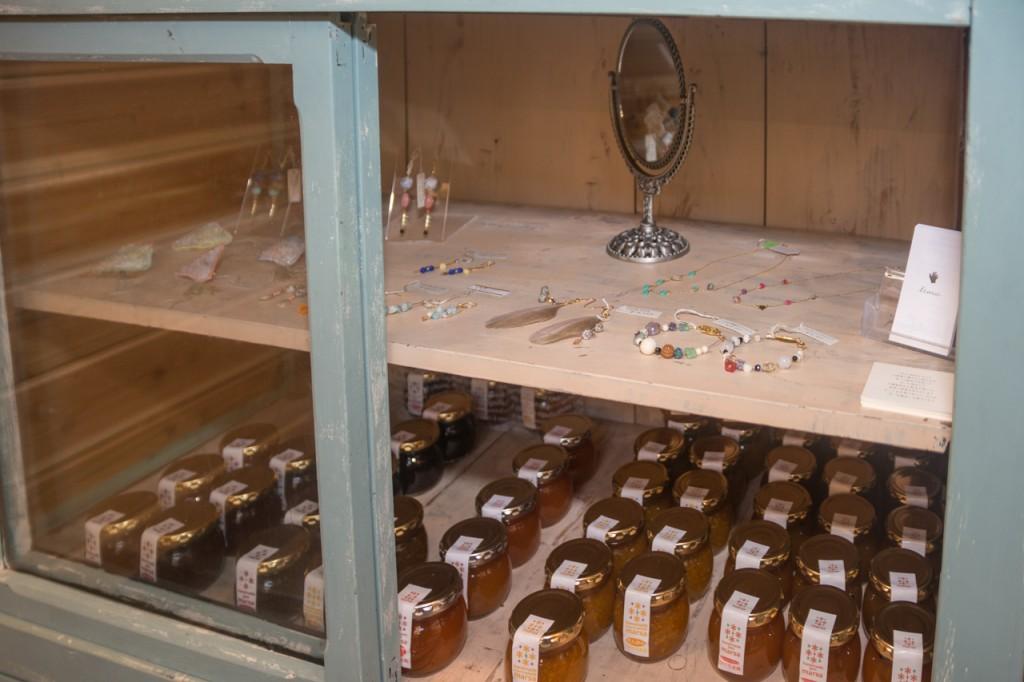 奄美晴れるベーカリーの手作りジャムとアクセサリー
