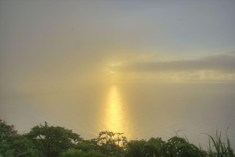 奄美、明神崎展望台からの朝陽