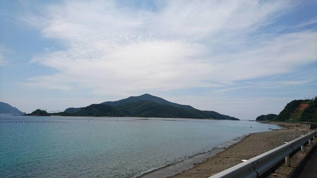 宇検村のやけうち湾に浮かぶ無人島・枝手久島