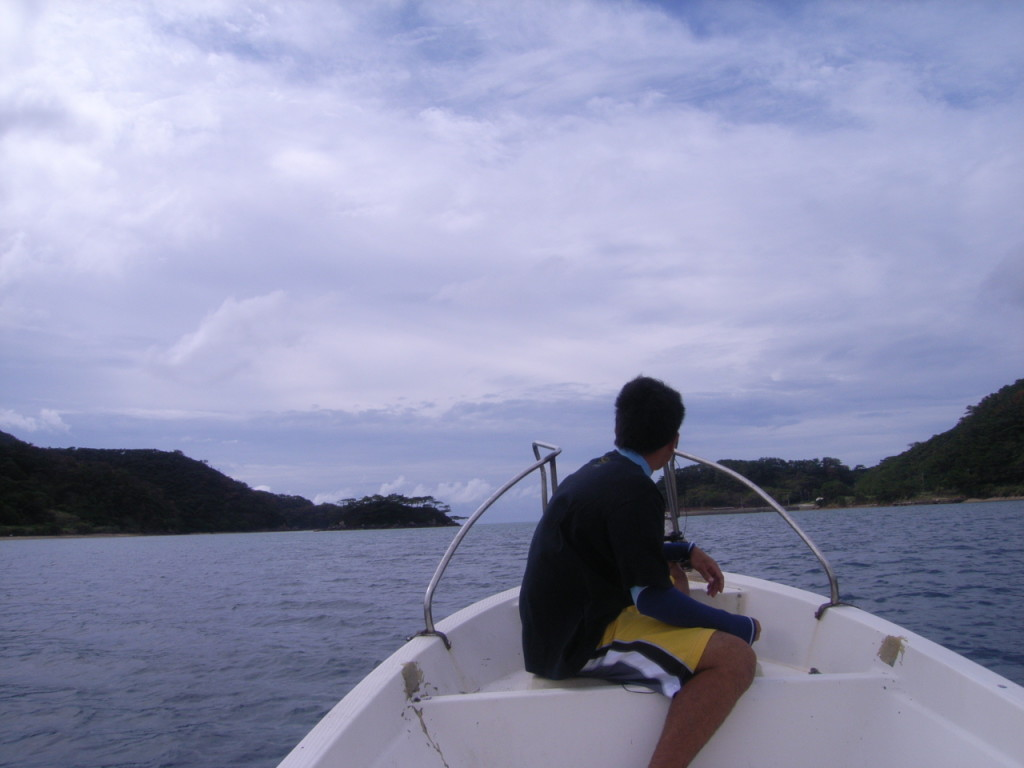 ボートに乗る男性