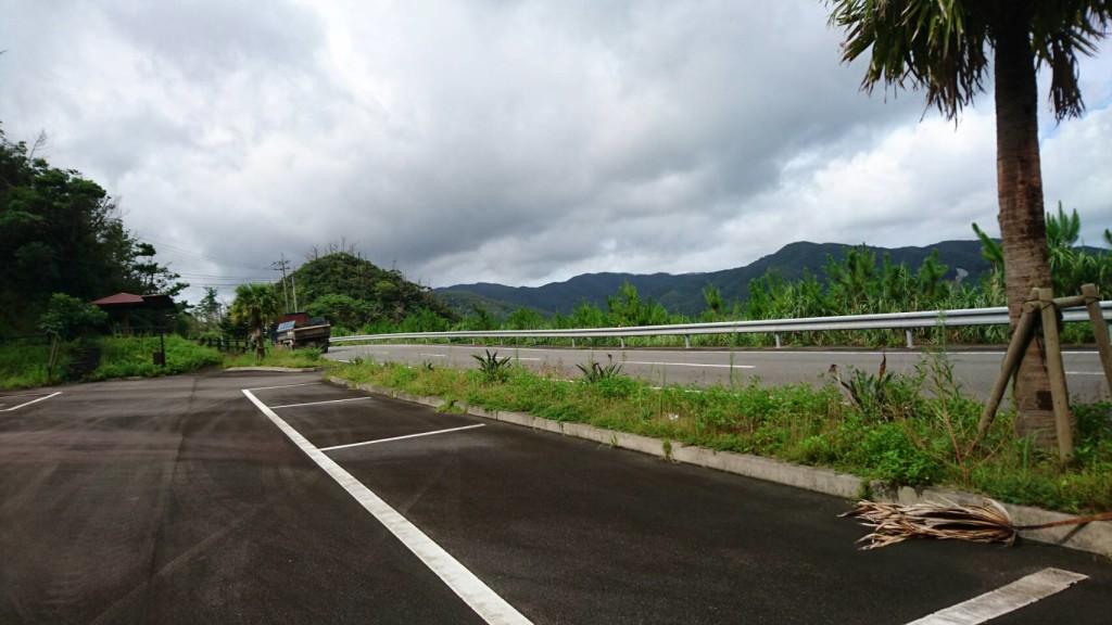 宇検村生勝集落の駐車場