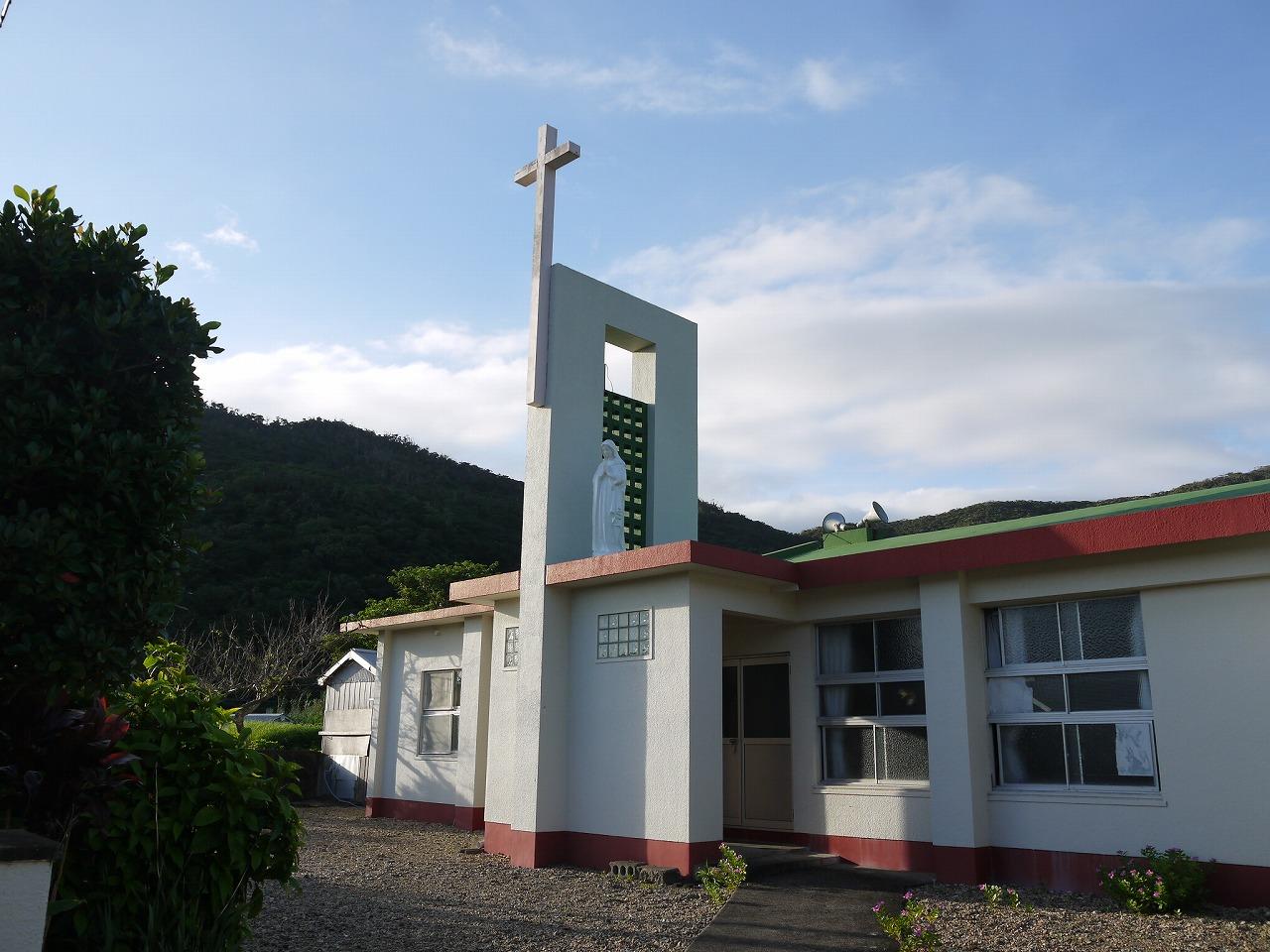 加計呂麻島にある西阿室教会の外観