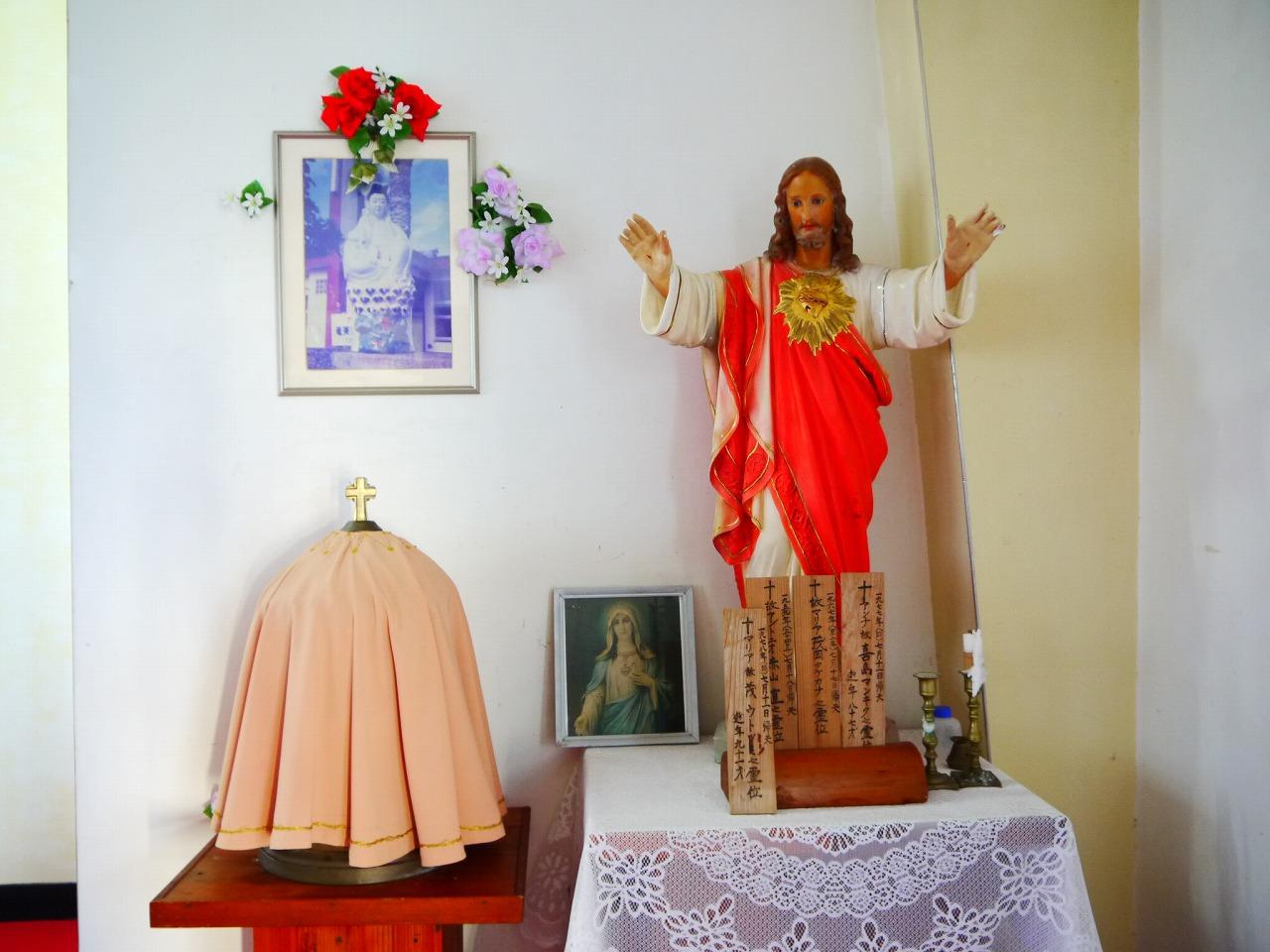 加計呂麻島にある西阿室教会のマリア観音像