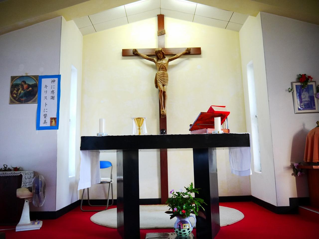 加計呂麻島にある西阿室教会の内観