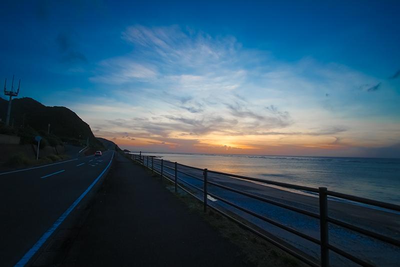 奄美の夏の夕暮れの海