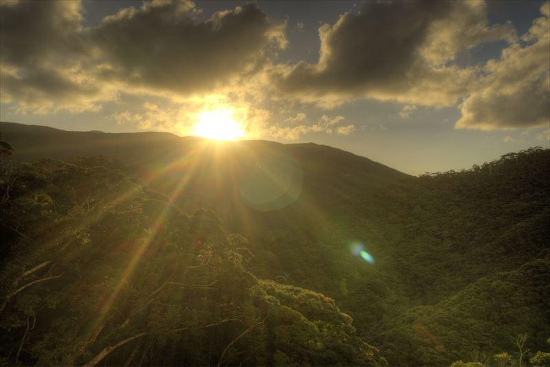山に沈む夕日、奄美住用