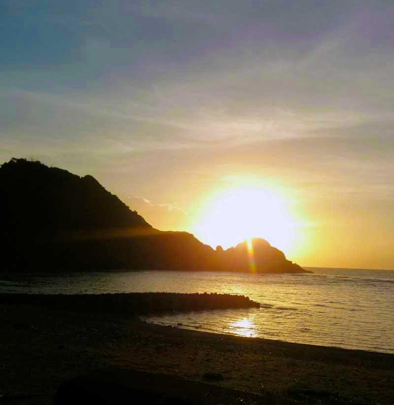 海に沈む夕日(有良海岸)