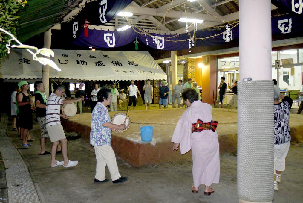 奄美宇検村の豊年祭:八月踊り