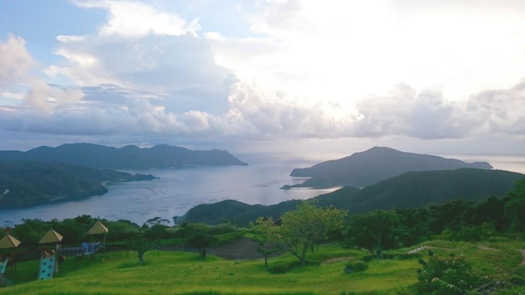宇検村芦検(あしけん)集落の眺望