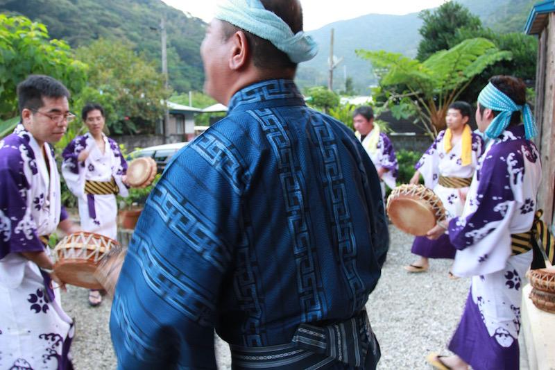 奄美大和村のキトバレ踊り:トネヤの庭