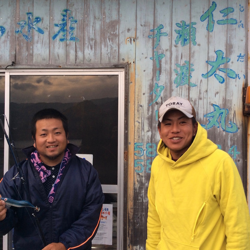 島でも数少ない若い漁師さん。左が仁太君、右が瑚太君。