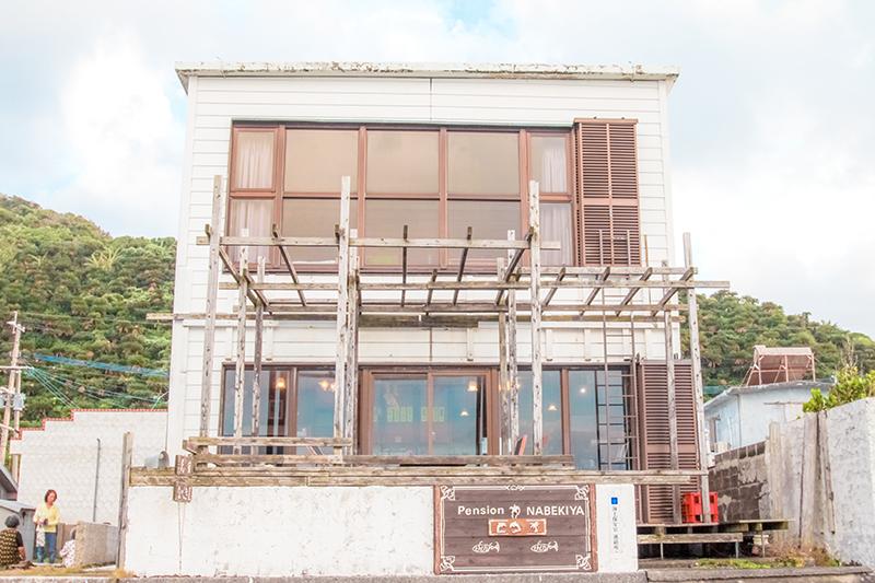 龍郷町安木屋場の民宿「なべき屋」外観