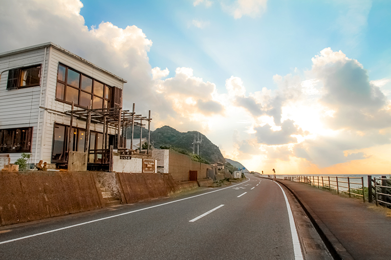 龍郷町安木屋場、海沿いの民宿「なべき屋」外観