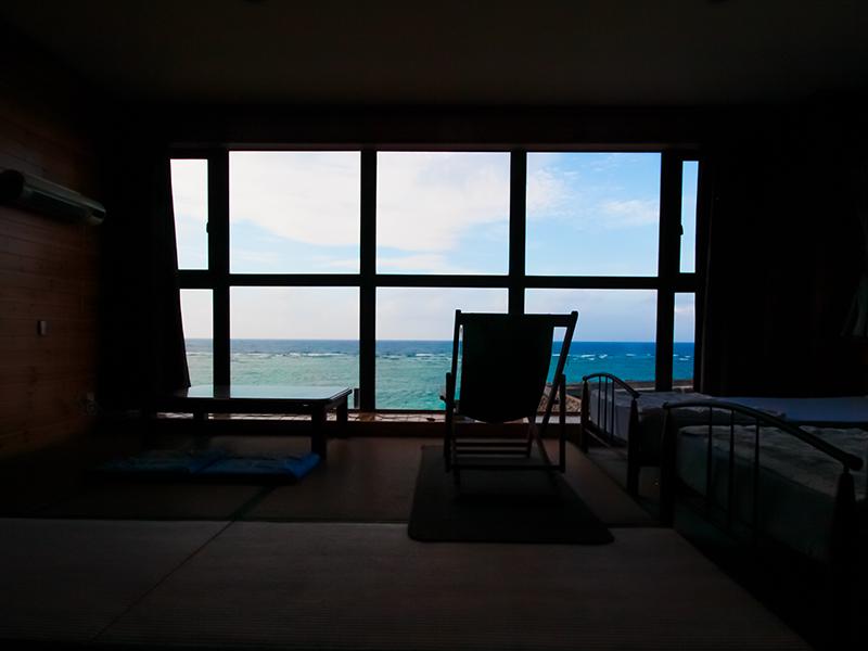 龍郷町安木屋場の民宿「なべき屋」聞く室からの眺め