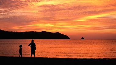 時の流れを感じながら歩く 奄美の歴史のまち・笠利町赤木名の夕日