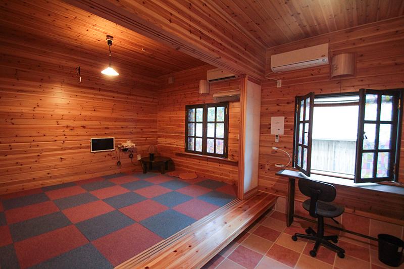 龍郷町安木屋場の民宿「なべき屋」室内