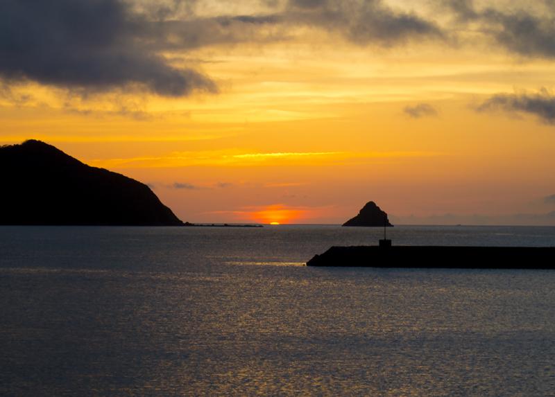 笠利赤木名海岸、立神と夕日