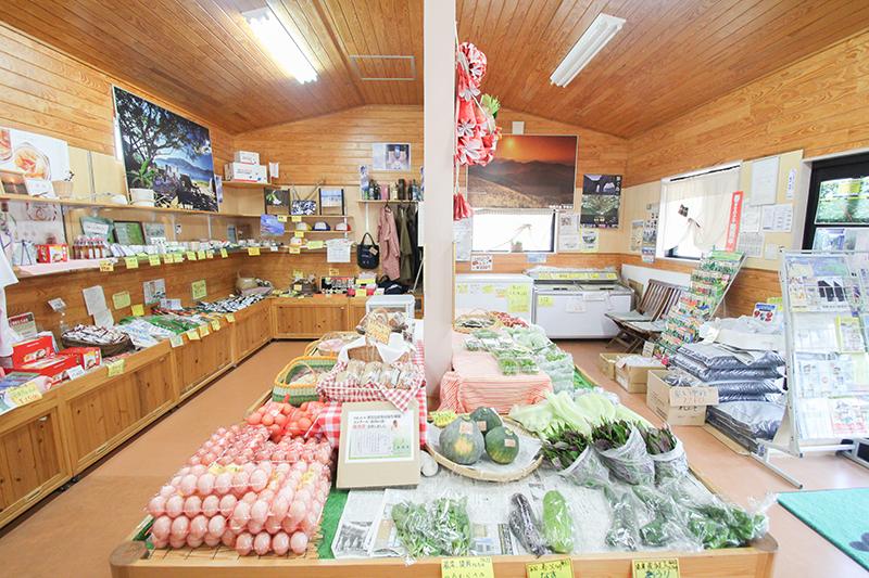 宇検村湯湾にある「うけん市場」店内