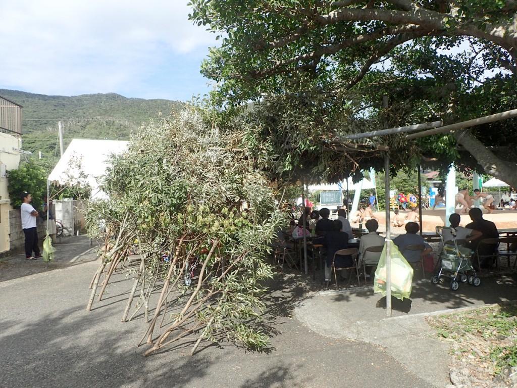 加計呂麻島西阿室のテンテン踊りシバヤで作られた席