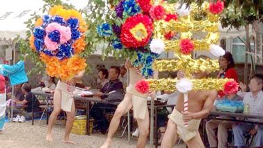 色鮮やかな伝統行事~五穀豊穣を願う、加計呂麻島西阿室集落の「テンテン踊り」